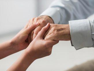 Como saber se um idoso não pode mais morar sozinho